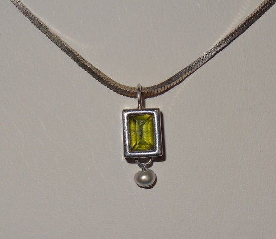 Vintage Sterling Silver and Peridot Pearl Pendant Necklace with Box Serpentine Chain