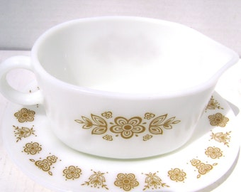 Vintage Gravy Boat and Oval Plate, Pyrex, Butterfly Gold Pattern, Corelle Compatible, 2 Pieces / Pair, 1970s, Sunday Dinner, Yum, Corning