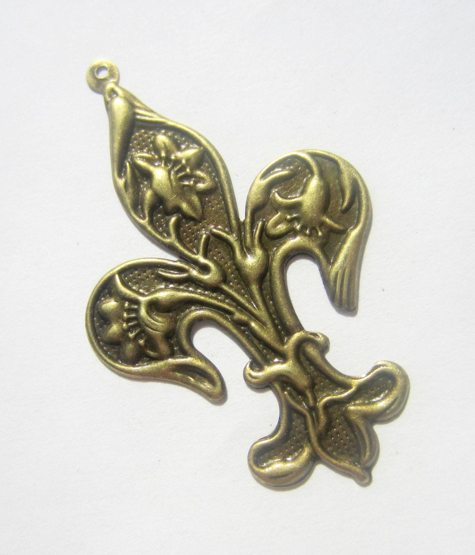 3 antique bronze fleur de lis charms metal fleur de lis. Black Bedroom Furniture Sets. Home Design Ideas