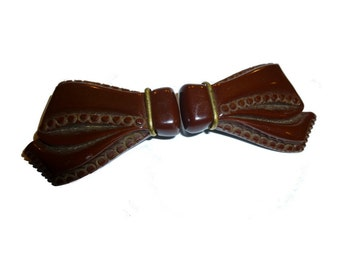Big Brown Bow Clips with Brass. Bakelite Dress Clips. 1940s USA.