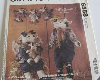 UNCUT McCall's Crafts Sewing Pattern 6558 Mr and Mrs Cow with Baby and Garland