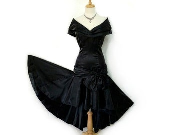 1960s Black Glitter dress Elizabeth Arden Sweetheart Bust Fitted bodice Full Skirt Party Cocktail Prom dress S