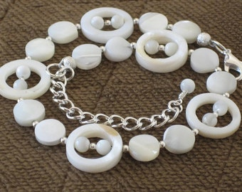 Natural Ivory Shell Anklet, Beach Wedding, Bridesmaids Gifts, Gifts for Women Mom Wife Sister Daughter Grandma Under 30, Stocking Stuffers