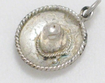 pre owned vintage estate 3-D mexican hat sombrero 925 sterling silver bracelet charm or pendant