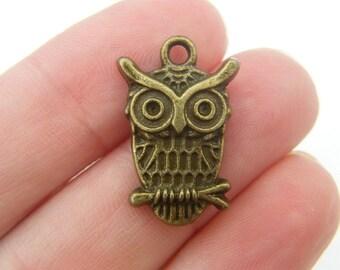 8 Owl pendants antique bronze tone o21