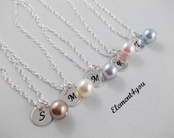 Custom hand stamped sterling silver initial charm necklace Round charm Personalized bridesmaid gift Single pearl Wedding jewelry