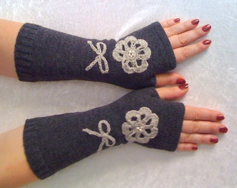 GLOVES  Fingerless  gloves  gray  with embroidery Size  L