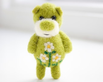 Green pocket felted bear