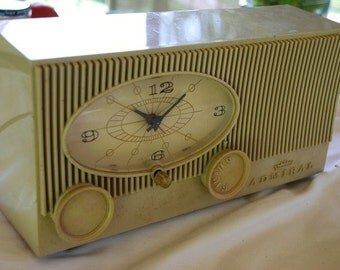 Vintage Mid Century Modernist Working Admiral AM Radio 1950's - 1960's