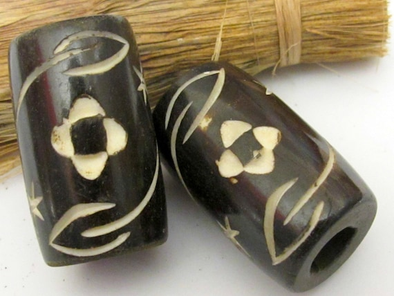 Large Size carved floral design real bone bead pendant from Nepal - 1 piece - BD264