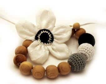 Elegant Black White Nursing Necklace / Teething necklace / Flower Necklace