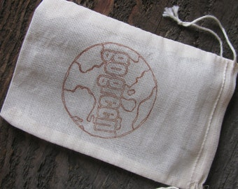 25 'Go Green' stamped muslin drawstring bags
