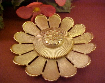 Vintage Sarah Cov. Flower Design Goldtone Metal Brooch/Pin