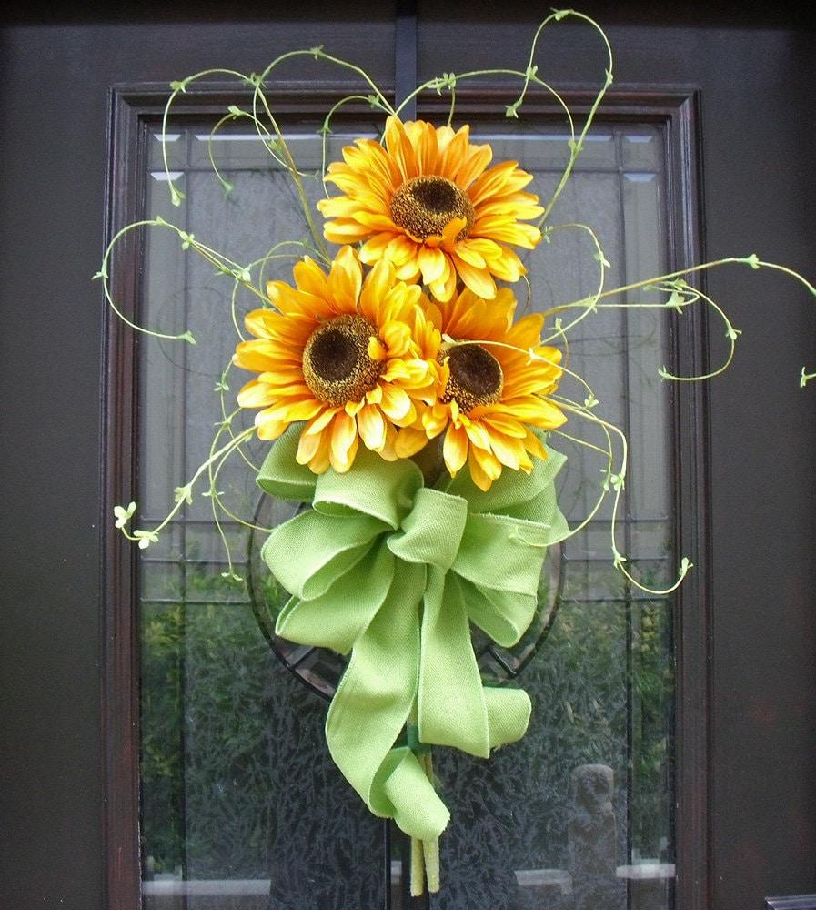 Spring wreath sunflower bouquet wall decor yellow