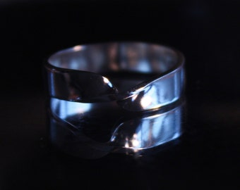 mens 5mm MOBIUS ring. Handmade at jewelry bench. Polished, satin or oxidized solid sterling silver rings