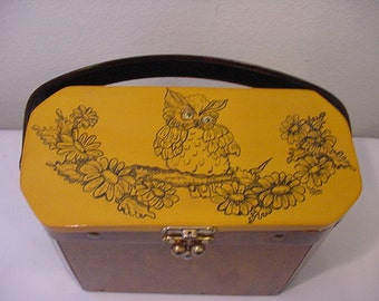 Vintage Wood Purse With Owl On Top    12 -  502