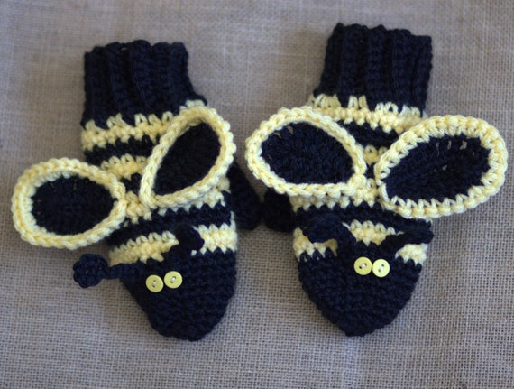 CROCHET PATTERN:  bumble bee, mittens, gloves, pattern, four sizes, baby, toddler,child, and adult. PDF