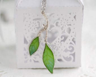 Necklace - Spring green leaves