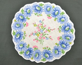 VINTAGE HANKIE, Round, Lite Blue Daisy Border on White Ground, Green, Pink Accents, Scalloped Edge, Corded Hem, Excellent Condition.