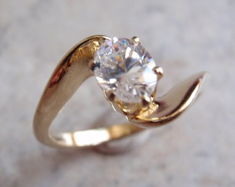 Gold Tone Bypass Ring White Oval Rhinestone Vintage Size 8