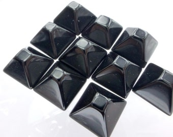 ONYX. PYRAMiD. STuD Cabochons. FLaT ToP. Xl. 5pc. 20.0 cts. 10 mm (Ox148-5)