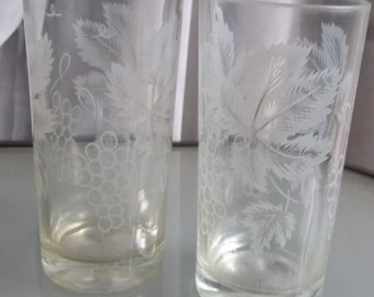Glass Tumblers with Grapes and Leaves in White, Vintage Drinkware, Very Cute Clear Glass Drinkware