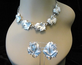 Vintage Sarah COVENTRY Necklace and Earrings Set - White Enamel Whispering