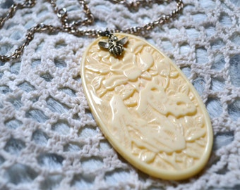 Vintage Ivory Colored Pendant Necklace Boho