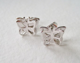 Vintage 1979 Signed Avon Gentle Butterfly Silvertone Silver Tone Insect Pierced Dimenstional Stud Earrings in Original Box NIB