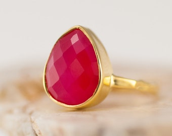 40 0FF - Fuchsia Pink Chalcedony Ring - Gemstone Ring - Stacking Ring - Gold Ring - Tear Drop Ring