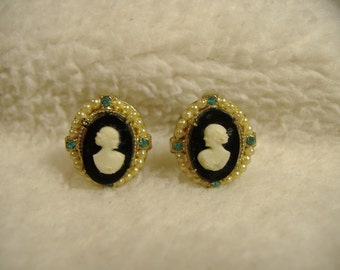 Vintage 1960s Black and White Cameo Screw Back Earrings