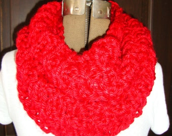 Cowl Hand knitted in Red