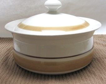 Hearthside Round Covered Vegetable Bowl Dish Casserole Pot Serving Brown Crock