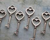 Viana Antique Silver Skeleton Key in a Heart Shape - Set of 10