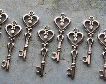 Besora Antique Silver Skeleton Key - Set of 10