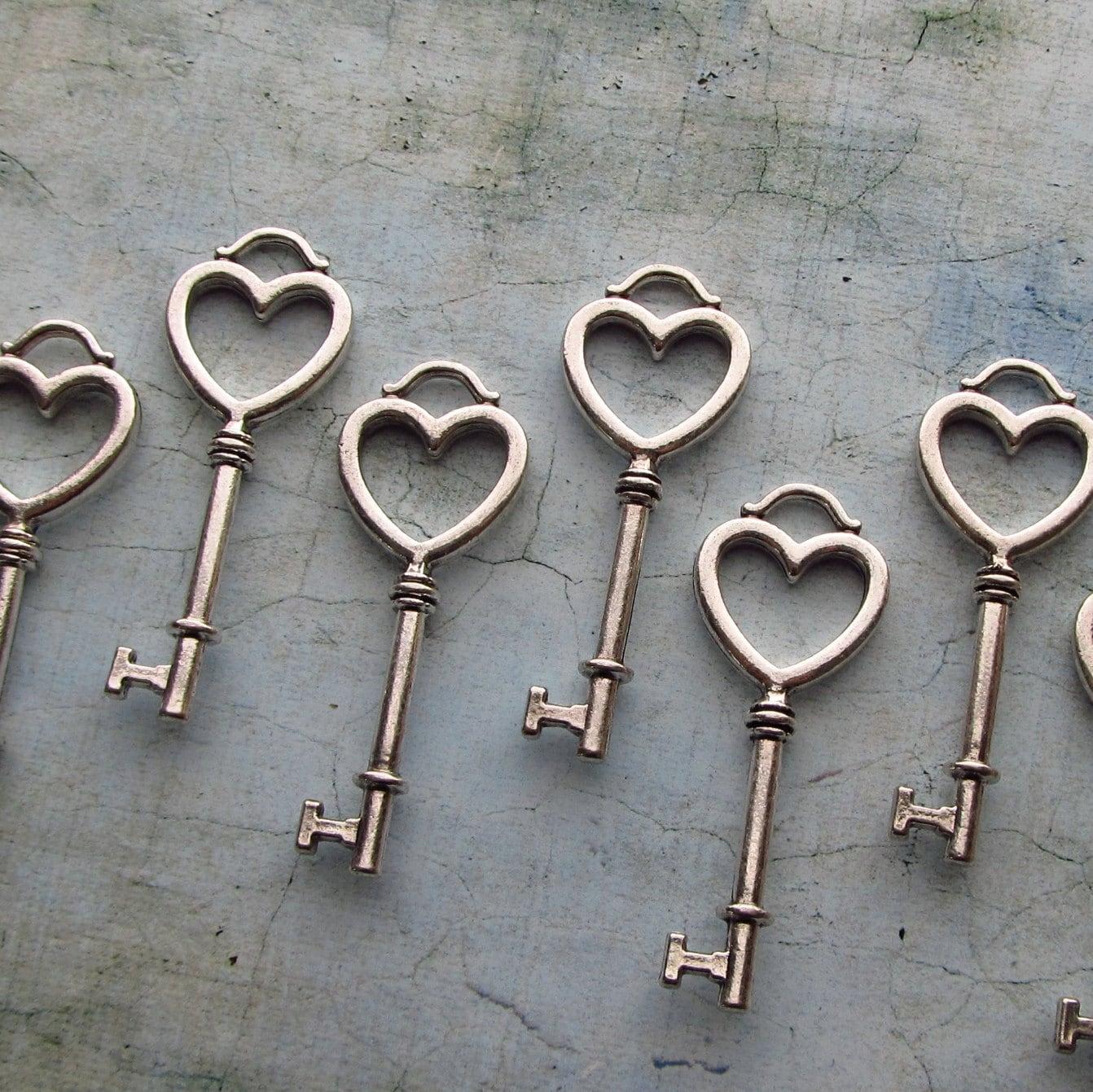 Viana Antique Silver Skeleton Key in a Heart Shape Set of 10