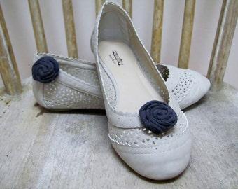 Dainty Storm Grey Rosette Shoe Clips (1 pair)