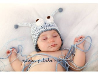 caterpillar hat in blue and light blue with earflaps