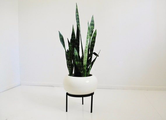 mid century ceramic planter on iron stand by thewhitepepper. Black Bedroom Furniture Sets. Home Design Ideas