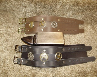 Double buckle leather bracelet with 3 customizable steampunk conchos