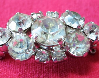 """Lovely vintage rhinestone pin, brooch. May be converted to a pendent. 1.25 ins across by .5"""" ins tall. UNK13.4-25.4 - 16."""