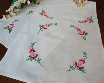 Embroidered Dresser Scarf Red and Purple Floral Embroidery Vintage