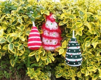 Knitting Pattern Christmas trees in 3 sizes.