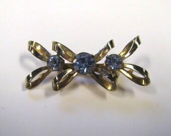 Vintage Blue Crystal Rhinestone Gold Tone Bow Tie Bar Brooch Pin