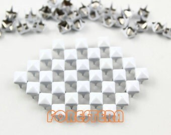 100Pcs 5mm White Color PYRAMID Studs (CP-WH05)
