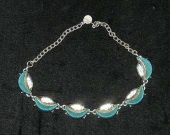 Vintage 60s Mod Gold Tone Green Oval Half Moon Circle Costume Jewelry Choker Necklace