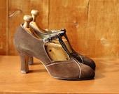vintage 1930s antique shoes / 30s flapper shoes / 30s dark brown suede deco heels / size 5.5