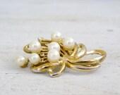 Retro golden Brooch, Off white pearls, Mod jewelry, mid century Brooch, Joan mad men, women's jewelry, Gold tone, Gift For girlfriend