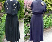 Vintage 1930s-1940s Black Rayon Crepe Dress w/ Embroidered Flowers Excellent-  M (b11)