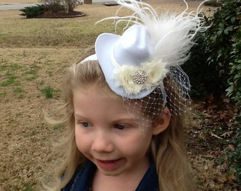 Mini Cream/White Cowboy hat with feathers